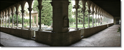 A photograph of Inner courtyard at Monasterio de Pedralbes          : Inner courtyard at Monasterio de Pedralbes